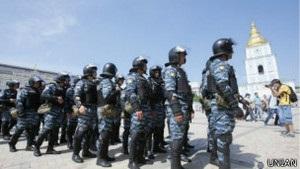 Підсумки останніх протестів: журналістів побито, активістів затримано - BBC