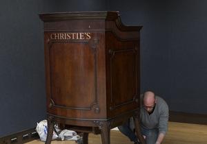 На аукционе Christie s за рекордную сумму c молотка ушел совершенный бриллиант