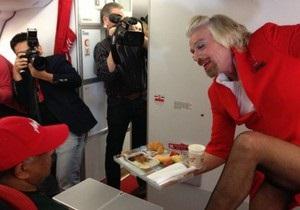 Стюардеса на ім я Річард: британський мільярдер відпрацював день бортпровідницею