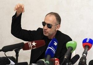 Батько Царнаєвих підтвердив, що переносить поїздку до США