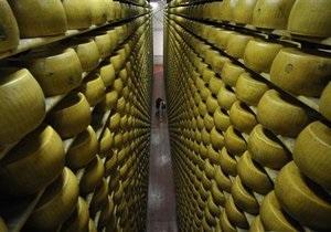 Один из крупнейших производителей чеддера в Британии закроет дыру в пенсионном фонде сыром