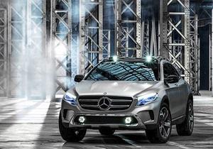 Mercedes-Benz GLA - Новий автомобіль Mercedes зможе проектувати відеоролики на дорогу