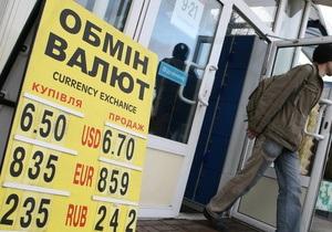У Луганську невідомий, намагаючись пограбувати відділення банку, плеснув кислотою в обличчя вахтеру