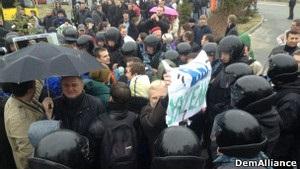 Активісти знову спробували протестувати біля Межигір я