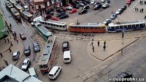 Площа у Харкові, з якої має початися хода опозиції, заблокована трамваями