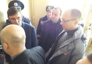 Тимошенко - Луценко - опозиція - Депутат: Луценка, Яценюка і Турчинова не пускають до Тимошенко