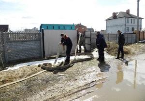 Паводок - вода - підтоплення - У Чернігівській області через підйом рівня води у річці затопило будинки