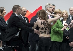 FEMEN - напад - Путін - Меркель