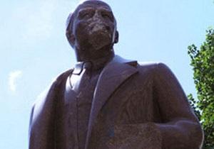 Пам ятник Леніну - Суд відклав на невизначений термін розгляд справи про руйнування пам ятника Леніну у Києві - Ъ
