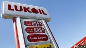 Лукойл не скупиться на нафтоактиви в РФ, намагаючись втримати видобуток
