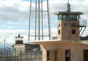 У Венесуелі в язні відкрили у тюрмі нічний клуб зі стриптизом