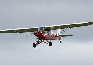 У США розшукується пілот-стажист, що випав із літака