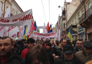 Близько 10 тисяч жителів Чернівців беруть участь в акції Вставай, Україно!