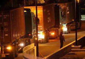 До кіпрських банків вночі вантажівками завезли готівку