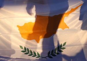 DW: Парламент Кіпру ухвалив перші кроки виходу з кризи