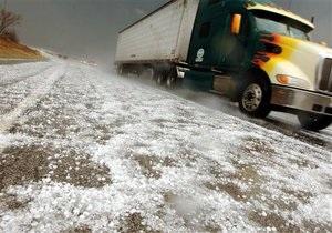 Ремонт доріг - Азаров - Знайшов крайніх: Азаров заявив про необхідність обмежити рух вантажівок