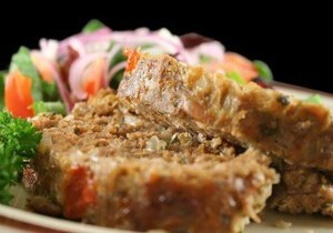 Рецепт: М ясний рулет з овочами