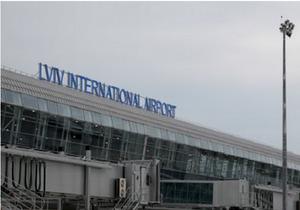 Аеропорт Львів - Азаров назвав перспективним аеропорт, обвинувачений у розтраті