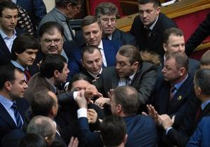 Рада - Партія регіонів - ВО Свобода - У Раді між свободівцями і регіоналами сталася бійка
