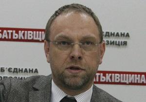 До КС надійшло звернення з проханням розтлумачити Конституцію у частині позбавлення депутата мандата