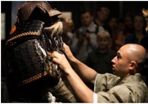 На виставці Самураї. Art of War покажуть церемонію одягання самурайських обладунків