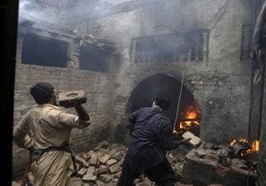 У Пакистані понад сто будинків спалили в християнському кварталі міста Лахор