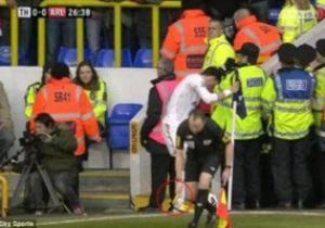 В Англии белокожему футболисту бросили банан