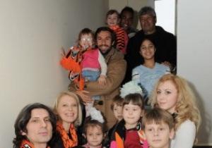 Тренер и игроки Шахтера навестили детский дом