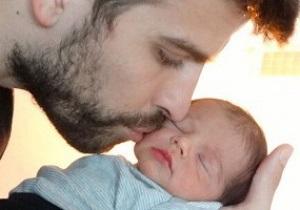 Пике и Шакира показали первое публичное фото своего ребенка