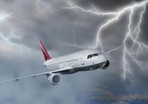 В самолет Черноморца попала молния
