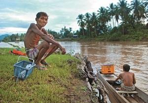 Корреспондент: Чекайте відповіді. Лист з Лаосу