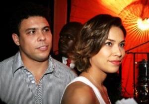 Экс-звезда футбола бразилец Роналдо развелся с третьей женой