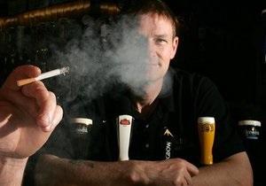 Запрет курить в кафе подействовал, но не на всех
