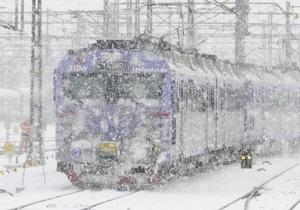 40 см снега: с непогодой борются четыре тысячи сотрудников УЗ