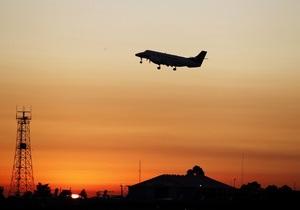 Главная авиакомпания Донбасса избавится от части флота - Ъ