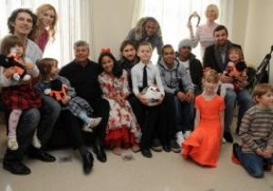 Луческу и игроки Шахтера открыли детский дом семейного типа
