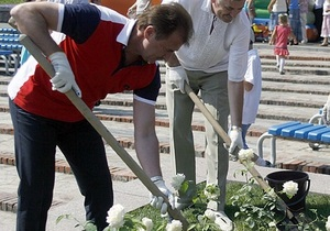 Попов планує висадити по кущу троянд на кожного киянина