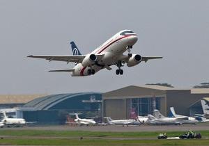Російському Sukhoi Superjet довелося повернутися в аеропорт через спрацювання датчика витоку повітря
