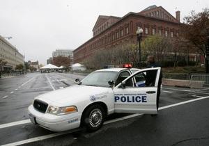 Американка з напівголими грудьми втекла від поліцейської погоні