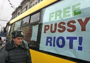 Ъ: Російські журналісти поскаржилися на приставів під час суду над Pussy Riot