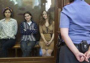 Учасниця Pussy Riot закликала суддю слухатися Путіна як «головного начальника»