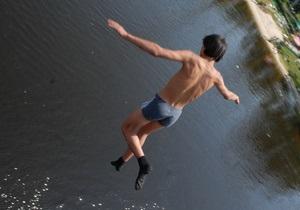 Санстанція прогнозує, що заборону на купання на столичних пляжах знімуть не раніше, ніж восени