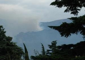 Лісова пожежа над Ялтою посилюється: у боротьбі з вогнем задіяні понад 750 осіб