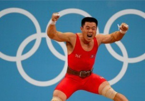 Тяжелоатлет из КНДР завоевал золото Олимпиады с мировым рекордом
