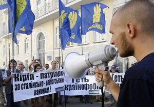 Вхід на Володимирську гору відгородили щитами з нагоди молебню за участю патріарха Кирила