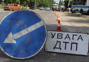 У Луганську зіткнулися два великовантажні автомобілі, загинув пішохід