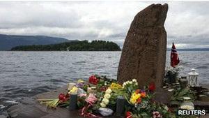 Норвегія згадує жертв терактів Брейвіка