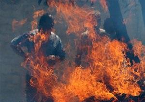 У Київській області гасять пожежу в цеху з виготовлення розчинника
