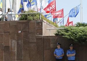 Голодуючі під Українським домом заявляють про можливі провокації з боку міліції