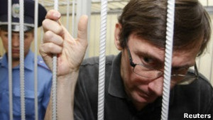 Луценко попросив суддю перенести суд у Биківню